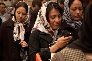 É dito que 87% da população mundial possuem telefones celulares.